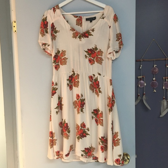 Topshop Dresses & Skirts - Topshop floral dress